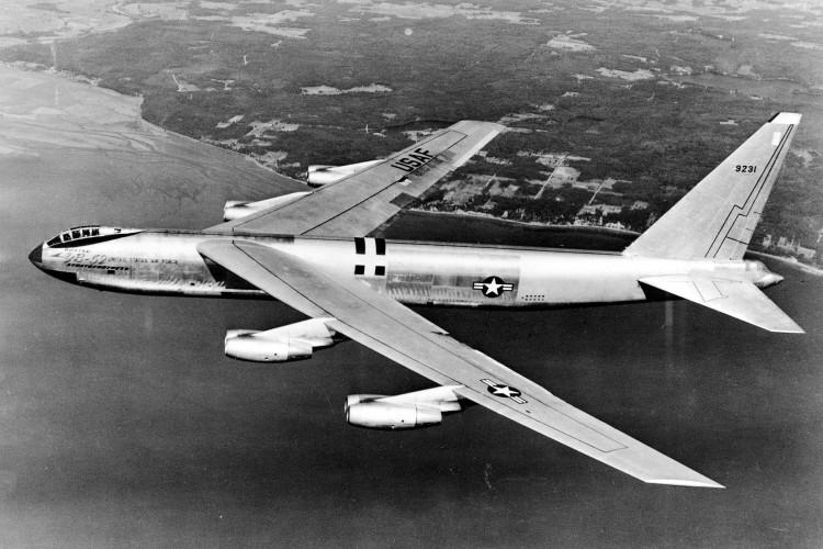 bombardero 750x500 - LA HISTORIA DE VIRAL ZOMBIE REAL GAME